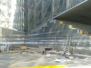 Pose de la cascade - chantier JTI - Genève